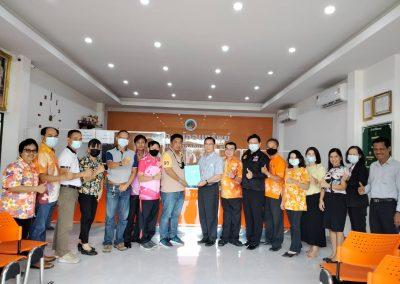 วันที่ 8 เมษายน 2564 นำโดย ว่าที่ร้อยตรี จารุวิย์ สาระเดโช ประธานกรรมการสและคณะกรรมการสหกรณ์ พร้อมด้วย พ.อ.อ. ดร.ประพัฒน์พงษ์ พรพิมล ผู้จัดการ ร่วมเซ็นต์สัญญาเงินกู้กับคณะสหกรณ์ออมทรัพย์มหาวิทยาลัยศรีนครินทร์วิโรฒ์ จำกัด วงเงินกู้ 20 ล้านบาท ณ สำนักงานสหกรณ์ออมทรัพย์พนักงานส่วนท้องถิ่นสระบุรีจำกัด